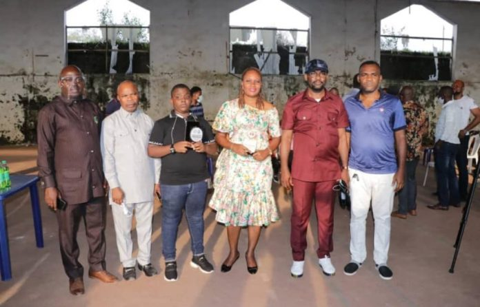 Abia govt presents award to 11-year-old sports commentator