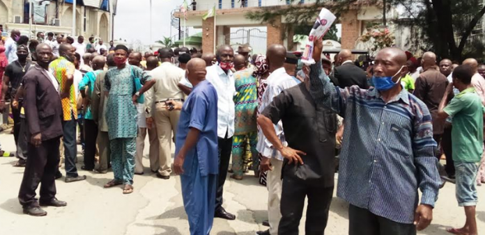 Hoodlums Flog Protesting Pensioners At Imo Govt House