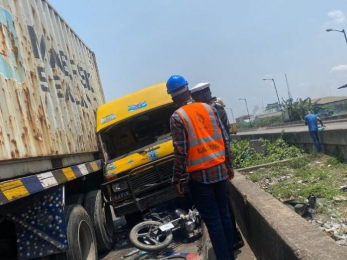 One Dead As Trailer Rams Into Shuttle Bus In Anambra