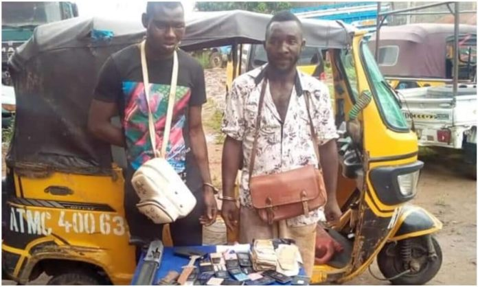 Anambra Police Smash Robbery Syndicate, Recover Guns, Cash, Others (1)