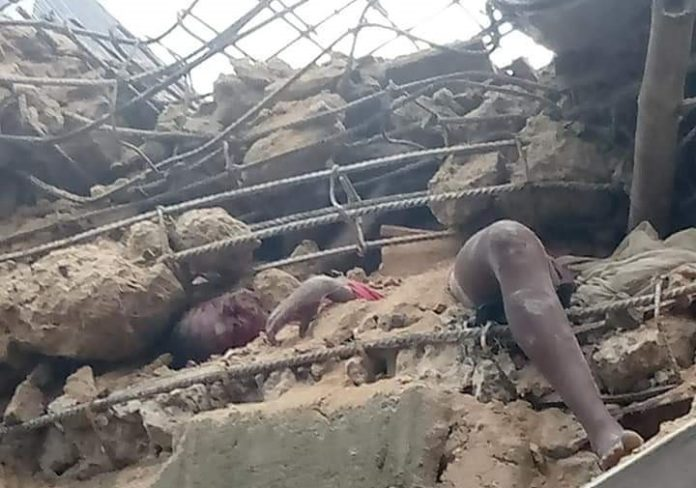 Building Under Construction Collapses In Aba, Many Trapped (2)