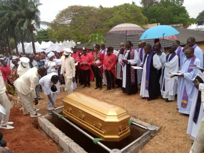 Crisis In Anambra Community Over Demised Monarch's Final Rites (1)