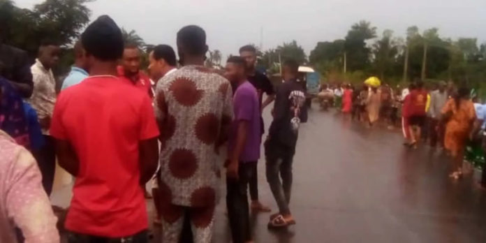 Mourners feared dead as bus plunges into Ebonyi river