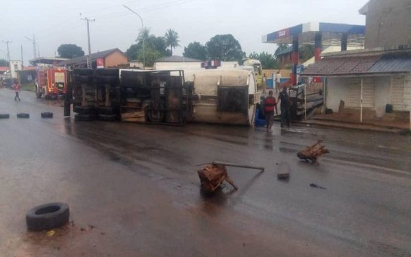 Explosion averted as tanker falls opposite Anambra gas station