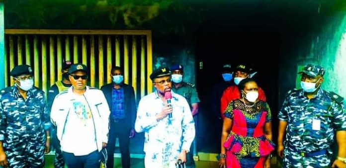 Obiano visits SARS offices in Anambra, frees detainees