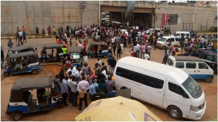 Protesting NANS members cripple commercial activities in Anambra