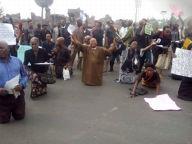 Unpaid Salaries: Imo Workers, Pensioners Storm State Secretariat