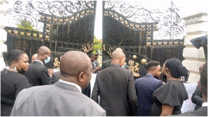 Anambra Lawyers Block Govt House Gate Over JUSUN Strike