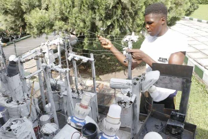 Ikpeazu Awards Scholarship To Electricity Transformer Innovator
