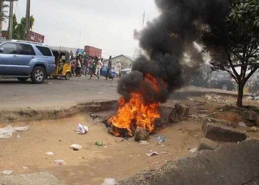 Mob Sets Armed Robber Ablaze In Anambra