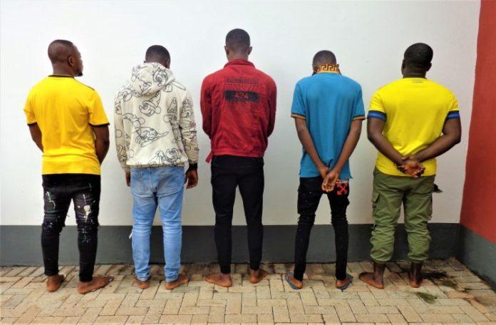 EFCC Ambush 10 Suspected Internet Fraudsters In Enugu